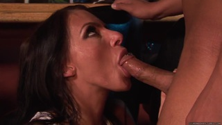Juelz Ventura spreads her lips round this thick cock